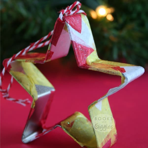 A Christmas cookie cutter ornament for kids to make, and a recommended picture book to go along with it. Holiday craft for preschoolers or toddlers.