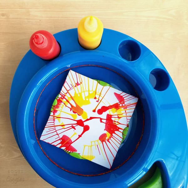 making spin art turkey crafts