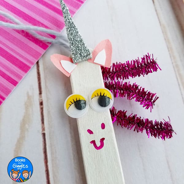 DIY Unicorn Popsicle Sticks! Cute and easy kids craft idea! #diy #kidscraft #unicorndiy #unicorn #unicorntheme #unicorncraft