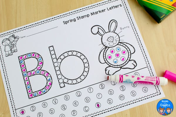 Free alphabet worksheets that kids can fill in with stamp markers! Here's an engaging activity to reinforce letter recognition and introduce letter sounds.