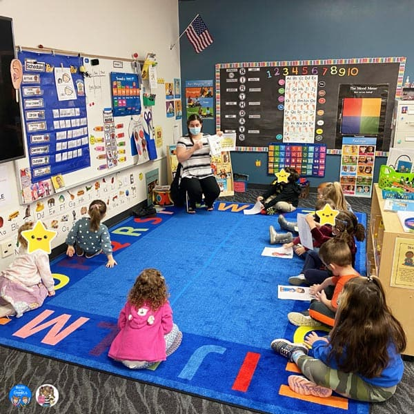 teacher reading to a class of preschoolers.